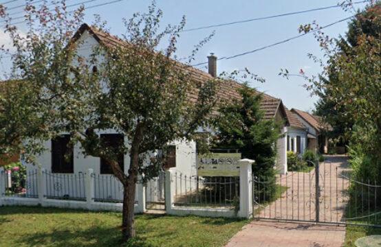 Landelijke Vakantiewoning met Bijgebouwen in Balatonberény